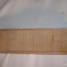 Cajas y cajitas metálicas: CAJA DE MADERA CON TAPA CORREDERA. Lote 61178655