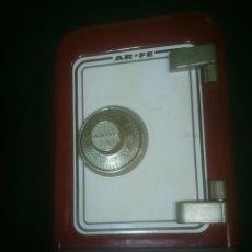 Cajas y cajitas metálicas: HUCHA DE CHAPA CON FORMA DE CAJA FUERTE- ARFE. Lote 62159948
