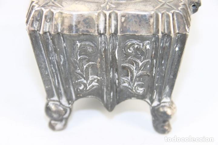 Cajas y cajitas metálicas: CAJITA JOYERO ESTILO CARLOS IV EN PELTRE. INTERIOR EN TERCIOPELO. FIN S XIX. - Foto 8 - 44301591