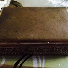 Cajas y cajitas metálicas: PRECIOSA CAJA LABRADA ANTIGUA EN PLATA. Lote 64286093