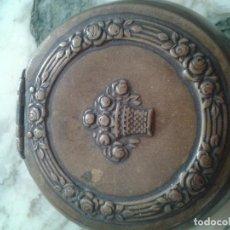 Cajas y cajitas metálicas: BONITA CAJA METALICA MODERNISTA. Lote 65744350