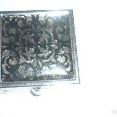 Cajas y cajitas metálicas: CAJITA/PASTILLERO DE METAL. Lote 66230302