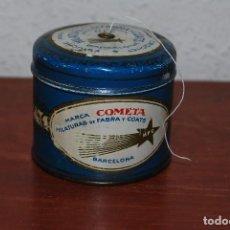 Cajas y cajitas metálicas: ESTUCHE PARA OVILLO DE HILO PARA CROCHET - LATA - FABRA Y COATS - COMETA - BARCELONA. Lote 67296809