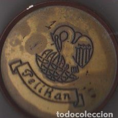 Cajas y cajitas metálicas: ANTIGUA CAJITA PELIKAN DE BAQUELITA. Lote 72918635