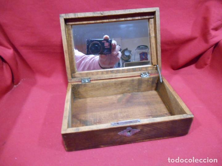 antigua caja de madera con espejocaja de aos