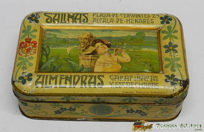 CAJA DE HOJALATA LITOGRAFIADA CON PUBLICIDAD DE ALMENDRAS SALINAS, ALCALA DE HENARES, MADRID, FIRMAD (Coleccionismo - Cajas y Cajitas Metálicas)