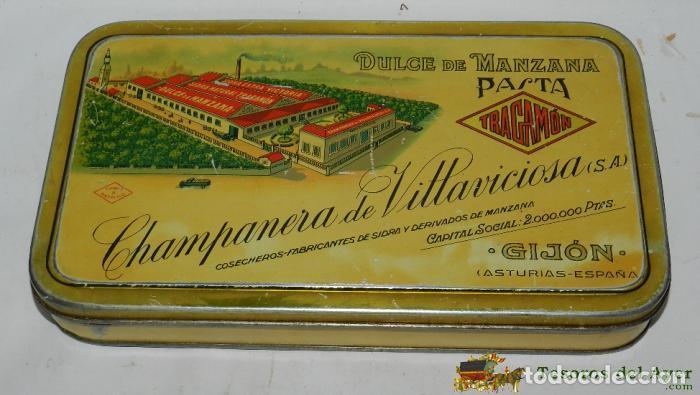 ANTIGUA CAJA DE HOJALATA LITOGRAFIADA CON PUBLICIDAD DE TRAGAMON, DULCE DE MANZANA, CHAMPANERA DE VI (Coleccionismo - Cajas y Cajitas Metálicas)