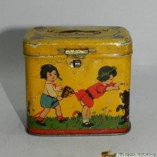 Cajas y cajitas metálicas: ANTIGUA CAJA HUCHA DE HOJALATA LITOGRAFIADA CON PUBLICIDAD DE CHOCOLATES SUCHARD - CACAOS Y BOMBONES. Lote 74525511