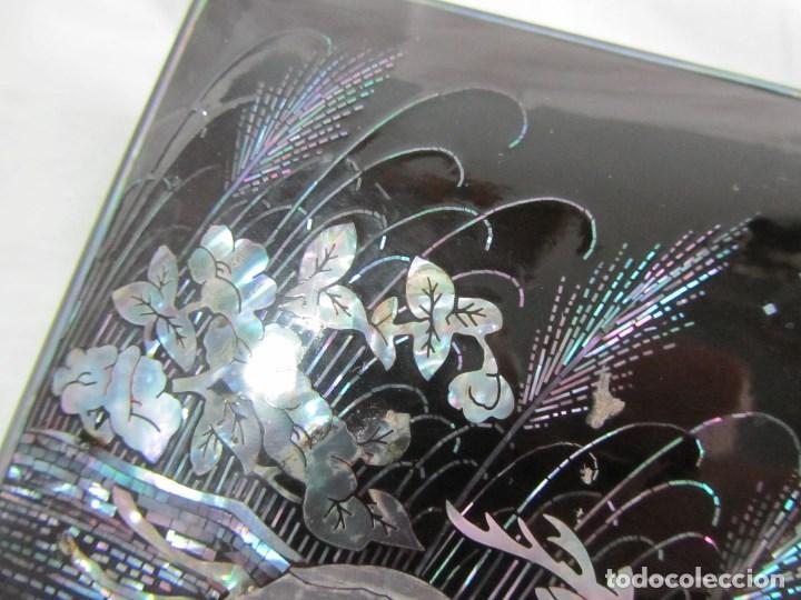 Cajas y cajitas metálicas: Caja de papel maché lacada con incrustaciones de nácar - Foto 6 - 75420223