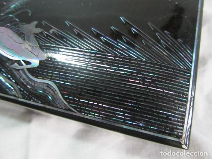 Cajas y cajitas metálicas: Caja de papel maché lacada con incrustaciones de nácar - Foto 7 - 75420223