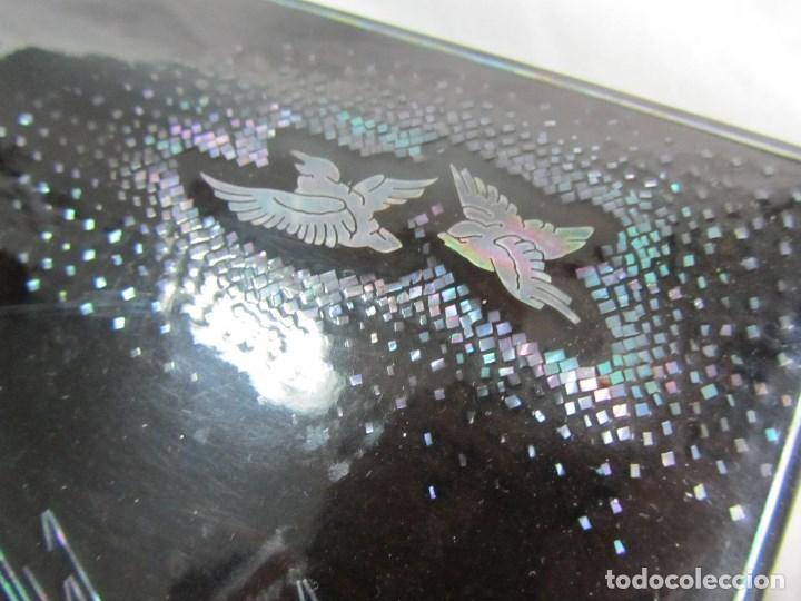 Cajas y cajitas metálicas: Caja de papel maché lacada con incrustaciones de nácar - Foto 8 - 75420223
