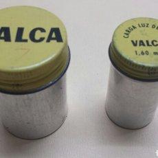 Cajas y cajitas metálicas: LOTE 2 ENVASES ALUMINIO DE CARRETE DE FOTOS MARCA VALCA AÑOS 50. Lote 75925087