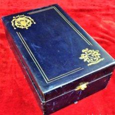 Cajas y cajitas metálicas: ESTUCHE BRANDY CARLOS I. CAJA EN CUERO REPUJADO. ESPAÑA. XX. Lote 76336811