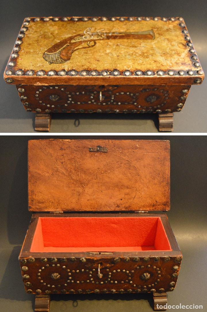 caja arqueta en madera rustica con llave decoracion antigua pistola cajas y envases cajas - Madera Rustica