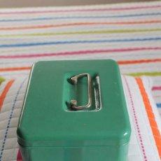 Cajas y cajitas metálicas: CAJA DE CAUDALES PEQUEÑA-ANTIGUA-AÑOS 60-70. Lote 77149901