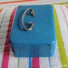 Cajas y cajitas metálicas: CAJA DE CAUDALES-PEQUEÑA-AÑOS 60-70. Lote 77151933