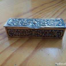 Cajas y cajitas metálicas: PRECIOSA Y MUY ANTIGUA CAJITA DE METAL PLATEADO, REPUJADA.. Lote 79204653