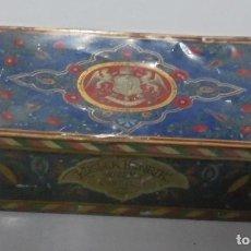 Cajas y cajitas metálicas: ANTIGUA CAJA DE LATA DE CONFITERIA.KUGLER HENRIK. GERBEAUD, HUNGRIA. 22 X 15CM. VER FOTOS. Lote 80181501