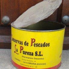 Cajas y cajitas metálicas: ANTIGUA LATA DE CONSERVAS LA PUREZA, CARIÑO, LA CORUÑA. Lote 82738076