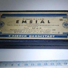 Casse e cassette metalliche: CAJA DE FARMACIA EMBIAL LAB. E. MERCK // VACÍA. Lote 82962744