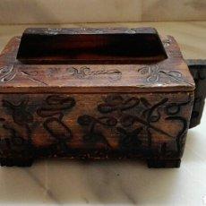 Cajas y cajitas metálicas: BONITA CAJA TALLADA. Lote 84348902