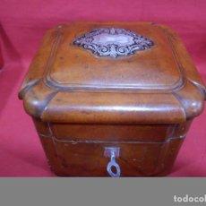 Cajas y cajitas metálicas: MAGNIFICA CAJA DE MADERA FORRADA DE PIEL PARA PERFUMES DE TOCADOR - FINALES SIGLO XIX -. Lote 84582252