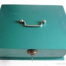 Cajas y cajitas metálicas: ANTIGUA CAJA CAUDALES HUCHA SEGURIDAD JOMA CON LLAVE FUNCIONANDO 24 CM. Lote 85908248