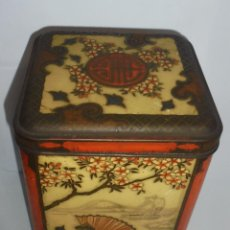 Cajas y cajitas metálicas: ANTIGUA CAJA DE GALLETAS JAPONESAS TROQUELADA. 26X17X17CM.. Lote 87486376