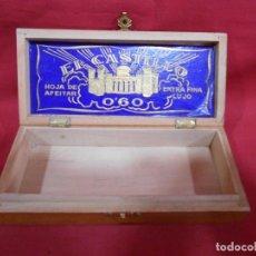 Cajas y cajitas metálicas: ANTIGUA CAJA DE MADERA PARA CUCHILLAS DE AFEITAR EL CASTILLO. Lote 93103065