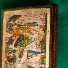 Cajas y cajitas metálicas: CAJA JOYERO DE MADERA CON DECORACION EGIPCIA - 12,5 X 9,5 X 5 CENTIMETROS. Lote 94138120