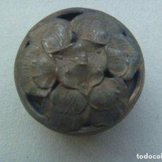 Cajas y cajitas metálicas: CAJITA DE METAL PLATEADO DE PILDORAS O RAPE CON IMAGEN MODERNISTA, AÑOS 20. Lote 95003667