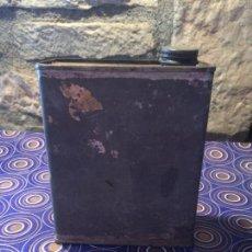 Cajas y cajitas metálicas: ANTIGUA LATA / BOTE DE ACEITE CON TAPÓN ROSCADO DE LATA HECHO A MANO DE LOS AÑOS 40-50. Lote 95134027