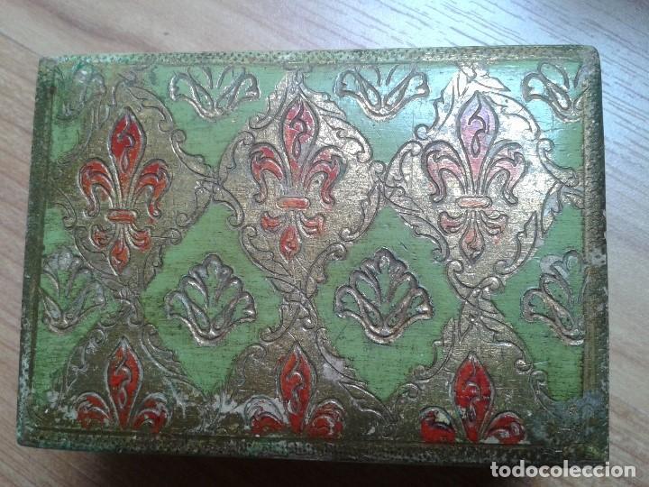 Cajas y cajitas metálicas: Cajita de Madera antigua con pan de oro - Pintada a mano - Escudo Florencia, Italia - 10x7x4 - Foto 5 - 96538359