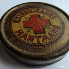 Cajas y cajitas metálicas: ANTIGUA CAJA FARMACIA DE LATA LITOGRAFIADA - ESTERILIZADOS HARTMANN. Lote 97862059