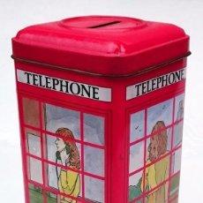 Cajas y cajitas metálicas: HUCHA DE HOJALATA CON FORMA DE CABINA LONDINENSE TELEPHONE. Lote 98513791