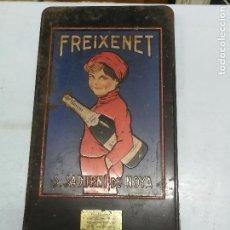 Cajas y cajitas metálicas: TAPA CAJA CAVA FREIXENET SAN SADURNI DE NOYA DISEÑADO EXPOSICION 1929. Lote 107101919