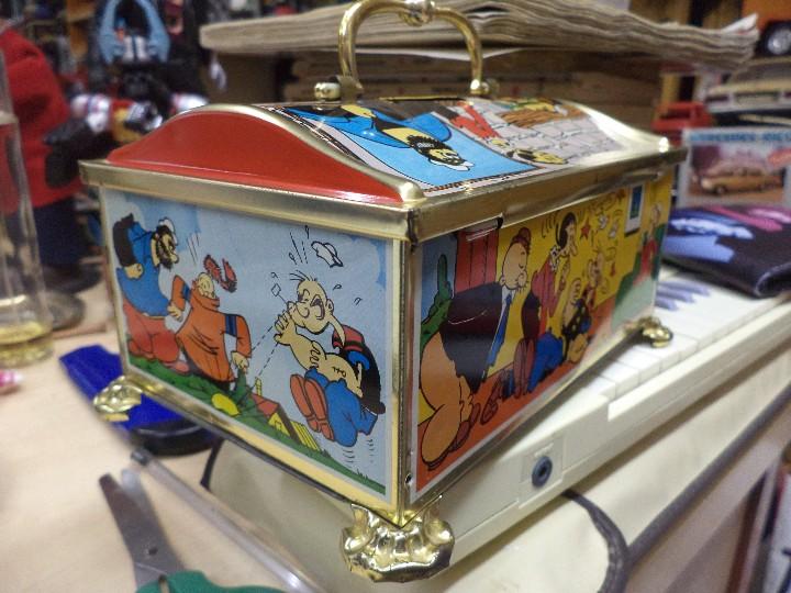 Cajas y cajitas metálicas: Hucha de hojalata serigrafiada con Popeye y amigos.King Features INC.1983. - Foto 4 - 109097499