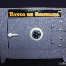 Cajas y cajitas metálicas: VIEJA GRAN HUCHA-CAJA FUERTE BANCO DE COMERCIO. Lote 111386895