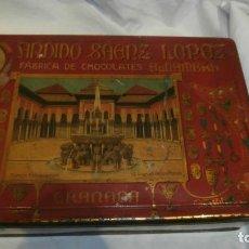 Cajas y cajitas metálicas: CJA DE LATA ANTIGUA FABRICA CHOCOLATES ALAMBRA CANDIDO SAENZ LOPEZ GRANADA. Lote 111720247
