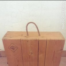 Cajas y cajitas metálicas: ANTIGUA CAJA MADERA DE VINO 3 BOTELLAS, COMO COLECCION, DECORACION, BICICLETAS VARILLAS. Lote 113044731