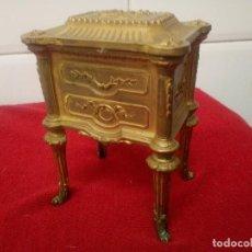 Cajas y cajitas metálicas: CAJA JOYERO TIPO ART DECO. 1900 . Lote 114043207