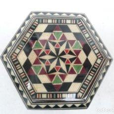 Cajas y cajitas metálicas: CAJA DE TARACEA GRANADA. 8 CM DE DIÁMETRO Y 4 CM DE ALTURA. Lote 114582367