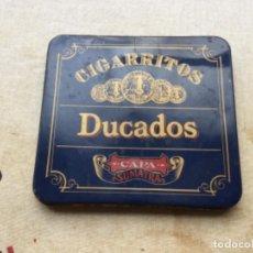 Cajas y cajitas metálicas: CAJA VACÍA PARA 10 CIGARRITOS DUCADOS CAPA SUMATRA. Lote 116916915