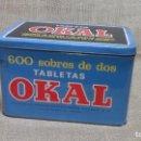Cajas y cajitas metálicas: CAJA ORIGINAL OKAL .AÑOS 60. Lote 117407027