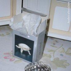 Cajas y cajitas metálicas: CAJITA PASTILLERO CHAPADO PLATA - MODELO TORTUGA - PILLBOX. Lote 117631187