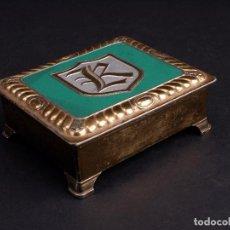 Cajas y cajitas metálicas: CAJITA DE MUSICA METÁLICA CON INICIAL. Lote 118986999
