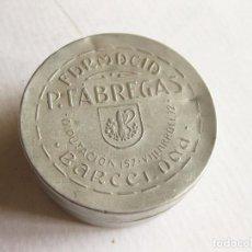 Cajas y cajitas metálicas: ANTIGUA CAJA DE ALUMINIO DE FARMACIA FABREGAS - BARCELONA. Lote 120466603