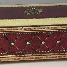 Cajas y cajitas metálicas: ELEGANTE CAJA LITOGRAFIADA, CON RELIEVE DE TEEKANNE. MARCA DE TE ALEMANA. Lote 237249990