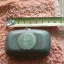 Cajas y cajitas metálicas: PORTA ROSARIO METALICO ANTIGUO CON GRABADO EN TAPA CHAPADO ORO (VER FOTO). Lote 101127351