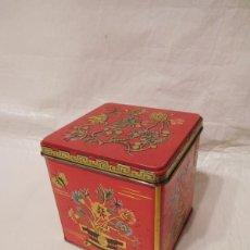 Cajas y cajitas metálicas: LATA BARET WARE ART GRACE CONTAINER MADE IN ENGLAND EN ROJO MOTIVOS ORIENTALES. Lote 123000955